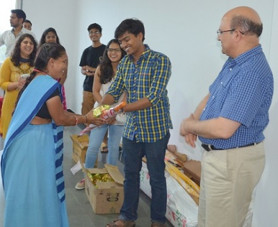 Pragat-I Distributes Umbrella to the Housekeeping Staff at IIM Indore